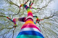 Street art yarn crochet wallpaper